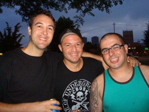 Dudu, Michel (amigo e fã) e Júlio. Antes do show do Circle Jerks, março de 2009.