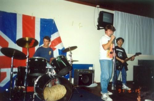 Dudu, Gaudêncio, Hiro. Primeiro show dos Pinheads.
