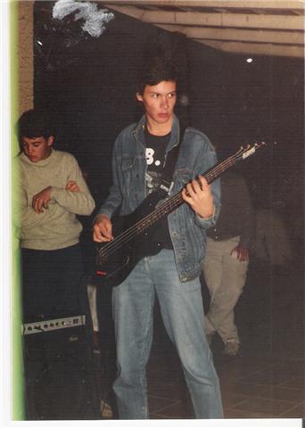 Necropsya, 1989: Renato Munhoz (baixista) e seu priminho Dudu (à esquerda, aprendendo com os mais velhos).