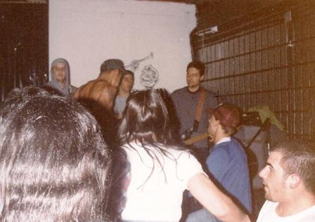 Pinhead Crew pogando no show do Safari Hamburguers, Der Tempel, S.P., 1993